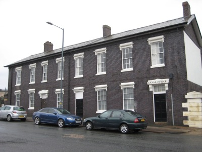 The first floor of these former canal houses was used as a boxing club