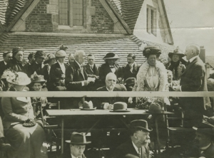 E. S Thackray handing over Rest House to Mr and Mrs George Cadbury [MS 466/41 Box 8/41. 1914]