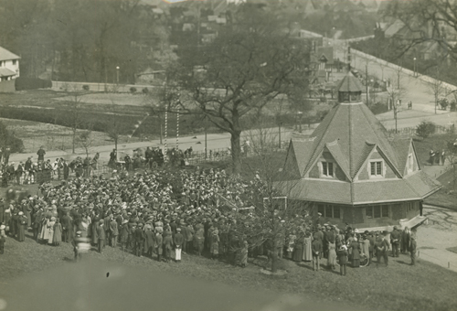 Crowd on Bournville Green during the opening of the Rest House [MS 466/41 Box 8/44. 1914]